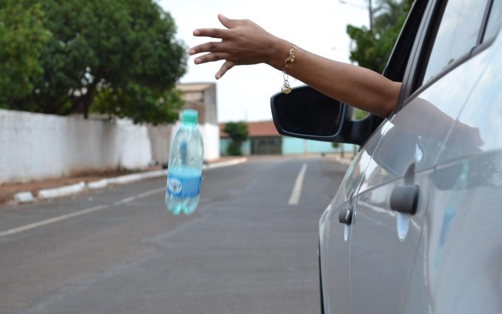 Câmara Federal aprova projeto que reforça proibição de descarte de lixo nas ruas